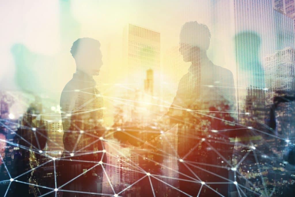 Personen mit Netzwerkbild - Netzwerke aufbauen mit der Kanzlei Dierkes