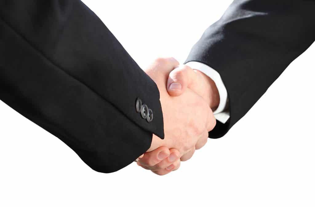 Handschlag von zwei Personen - Vertrauen Sie der Kanzlei Dierkes